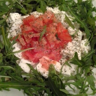 The perfect trinity of tomato, mozzarella and arugula: where the sweetness of the tomatoes and the silkiness of the mozzarella soothes the bitterness of the arugula right away. A delicious, simple healthy lunch or dinner recipe you can whip up in 5 minutes and devour right away, enjoy!